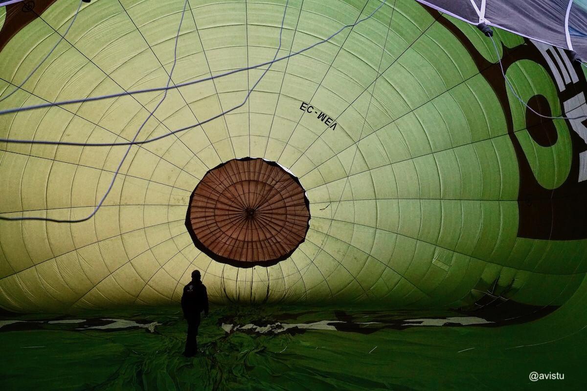 Preparando el globo para el despegue en La Rioja
