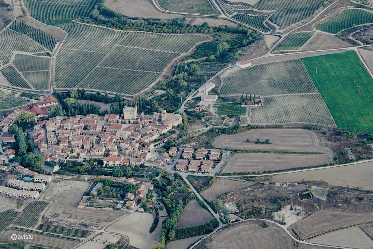 Sajazarra, uno de los pueblos más bonitos de La Rioja, desde el aire