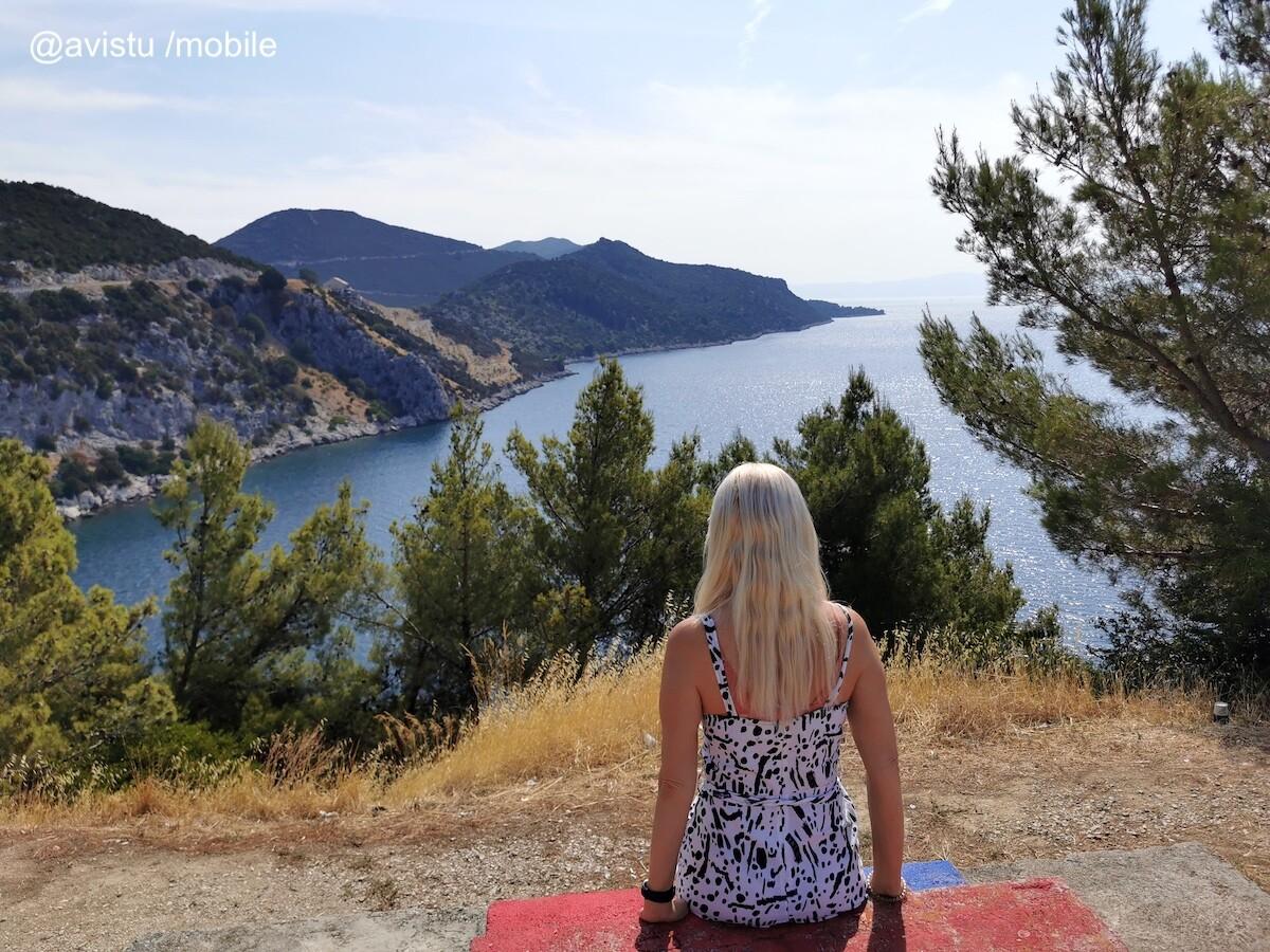 Pararse donde quieras es una ventaja de alquilar coche para recorrer Croacia: zona de descanso en la Costa Dálmata